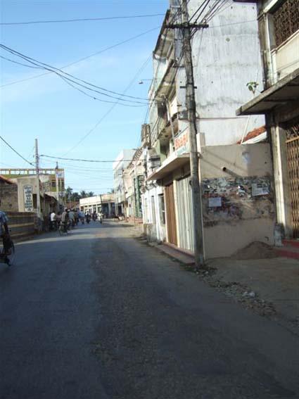 jaffna-empty-road.jpg
