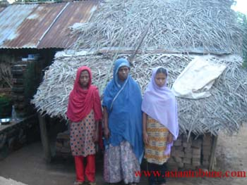 Rizana's Mother and two sisters in front of their house in Muthur, Sri Lanka[Photo credit:http://www.asiantribune.com]